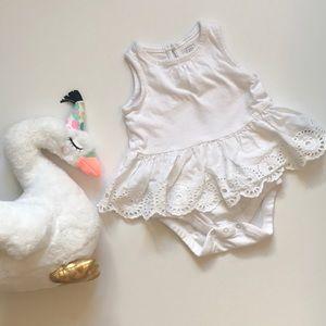 Baby Gap 💕 White peplum eyelet onesie 3-6 months